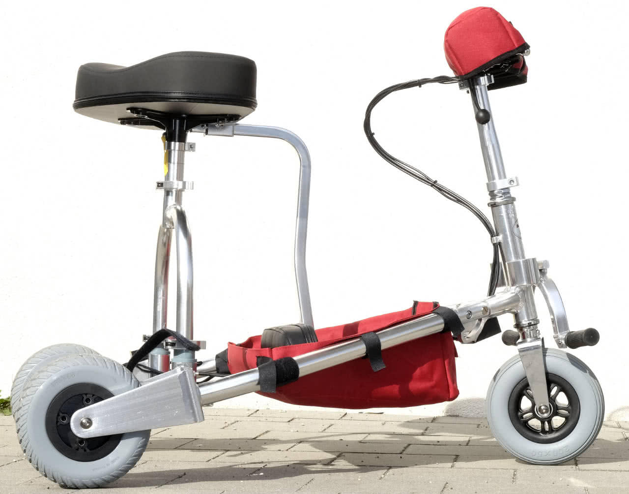 Replace the seat of the travelScoot and close the clamp